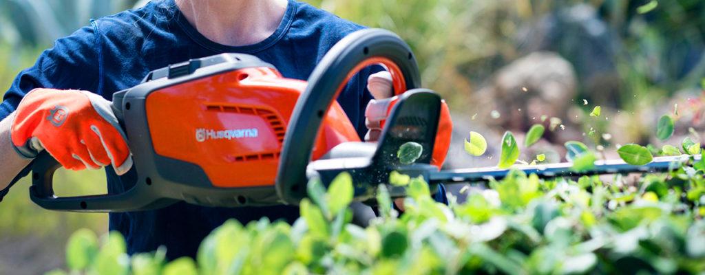 cortasetos-husqvarna-la-mejor-maquinaria-para-un-jardin-impecable
